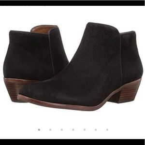 Sam Edelman Petty ankle boots! In black suede.